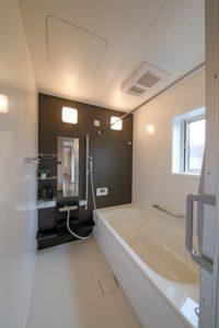 落ちにくい複合汚れの多い浴室(掃除しにくいハウスクリーニングランキングNO3)
